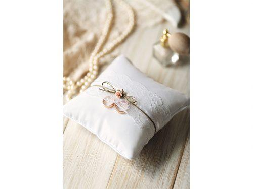 Cuscino portafedi pizzo e rose rosa